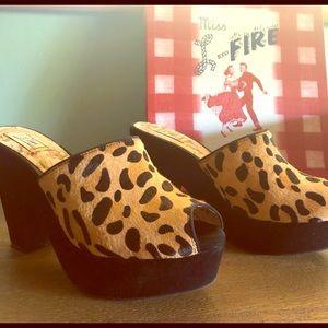 Miss L-Fire Leopard print shoes 8/EU 39